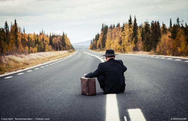 dlaczego-mlodzi-wyjezdzaja-za-granice